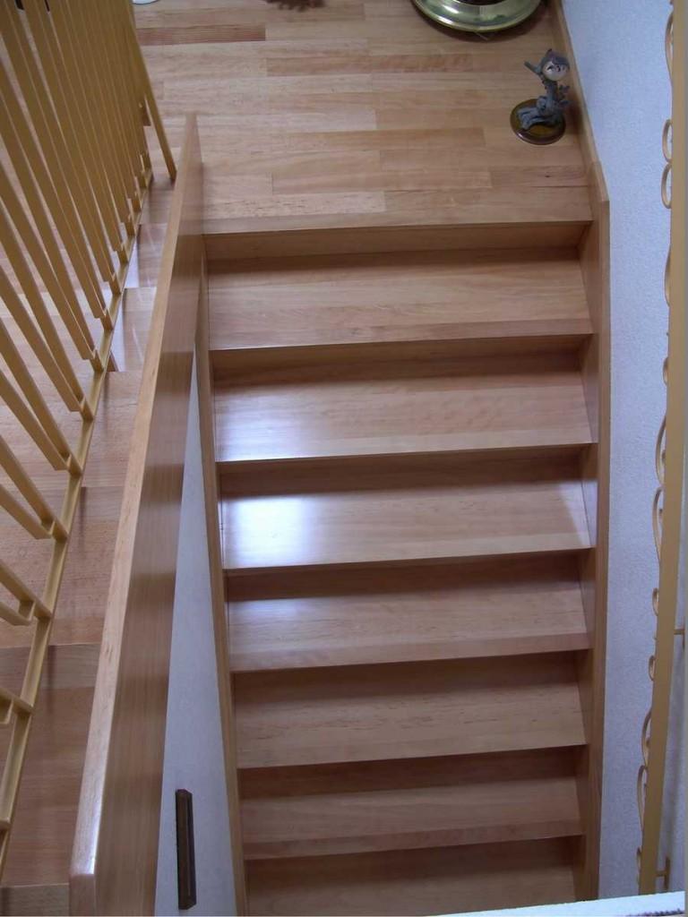 habillage d escaliers menuiserie huber haguenau. Black Bedroom Furniture Sets. Home Design Ideas