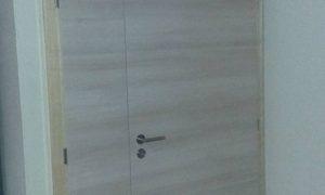 Fabrication et pose de portes et placards pour un cabinet médical