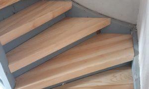 Habillage d'escaliers avec marches en frêne massif