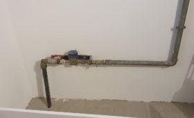 Fabrication et pose d'un cache-tuyaux