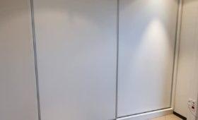 Fabrication et pose d'un placard blanc