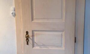 Fabrication et pose de portes plus traditionnelles en sapin massif