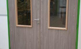Fabrication et pose d'une double-porte vitrée